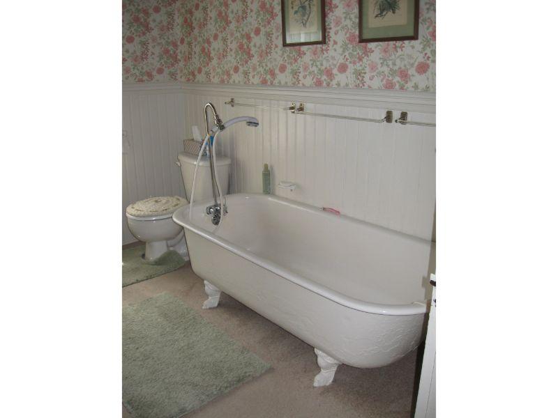 Bath (oversize tub)